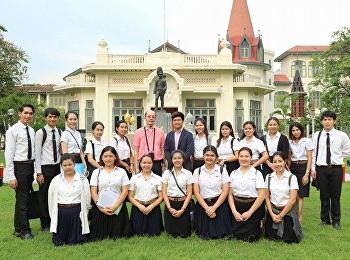 อาจารย์ศรัณย์ภัทร์ บุญฮก นำนักศึกษารายวิชา THE4412 บทพระราชนิพนธ์ในพระบาทสมเด็จพระมงกุฎเกล้าเจ้าอยู่หัว สาขาวิชาภาษาไทย คณะครุศาสตร์