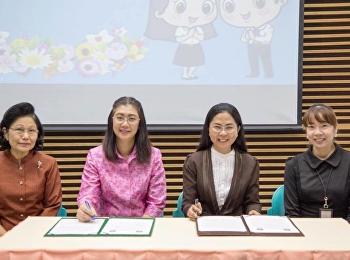 30 มกราคม 2561 รองศาสตราจารย์ ดร. นันทิยา น้อยจันทร์ คณบดีคณะครุศาสตร์ และอาจารย์สาขาวิชาการศึกษาปฐมวัย คณะครุศาสตร์ มหาวิทยาลัยราชภัฏสวนสุนันทา ต้อนรับอาจารย์และนักศึกษาสาขาวิชาการศึกษาปฐมวัย คณะครุศาสตร์ มหาวิทยาลัยราชภัฏเชียงใหม่ ในโอกาสที่มาเยี่ยมชม แ