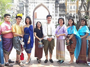 February 10-11, 2018. Thai Language School has organized a Thai teacher. Looking back on Thai language and literature. Take 300 students from year 1-4 to go back to literature at Narai, Lopburi.