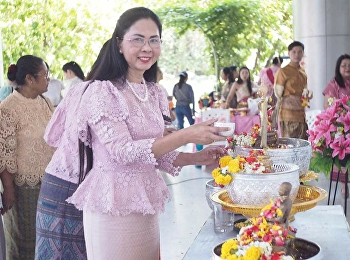 April 22, 2018. Associate Professor Dr. Nantiya Noichan, Dean of Faculty of Education With teachers in primary school. Songkran Festival and merit-making ceremony for students to receive blessings from teachers in the field of Early Childhood Education at