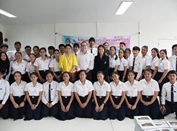 On August 20, 2018, Prof. Dr. Sasiporn Pongpindipras, Head of English Language Department, along with Teeraporn Play Lek, organized the Knowledge and Skills Pre-English Program for students to gain knowledge.  To understand more in the classroom at 1137.