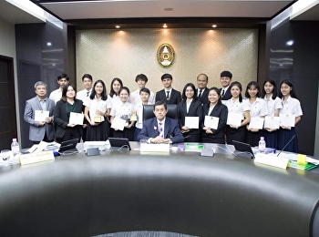 ในวันที่ 27 กันยายน 2561 นักศึกษาสาขาวิชาภาษาไทย คณะครุศาสตร์ ได้รับเกียรติบัตรเพื่อเชิดชูเกียรติผู้ทำคุณประโยชน์ต่อมหาวิทยาลัย จากท่านกร ทัพพะรังสี นายกสภามหาวิทยาลัยราชภัฏสวนสุนันทา