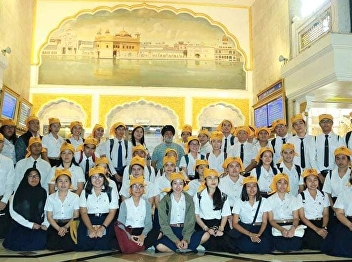 field trips Students are listening to lectures and questions to answer questions about Sikhism. Have visited to study the internal form And activities of the Sikh temples, including eating at the kitchen, religion