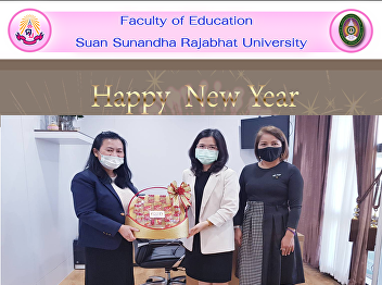 Dean of the Faculty of Education Suan Sunandha Rajabhat University Give a basket Happy New Year to Prof. Dr. Suwanee Yodchim, Vice President for Research and Development