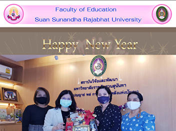 Dean of the Faculty of Education Suan Sunandha Rajabhat University Giving a Happy New Year basket to Asst. Prof. Dr.Rosjana Chandhasa, Director of Research and Development Institute